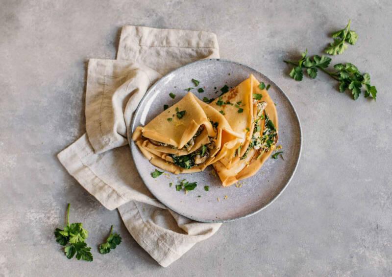 Pfannkuchen mit Spinat-Pilz-Füllung