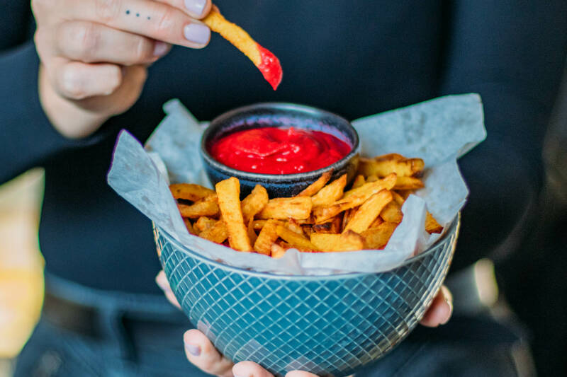 Pommes mit Rote Bete Ketchup