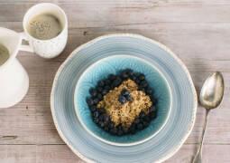 Heidelbeer-Porridge mit Zimt