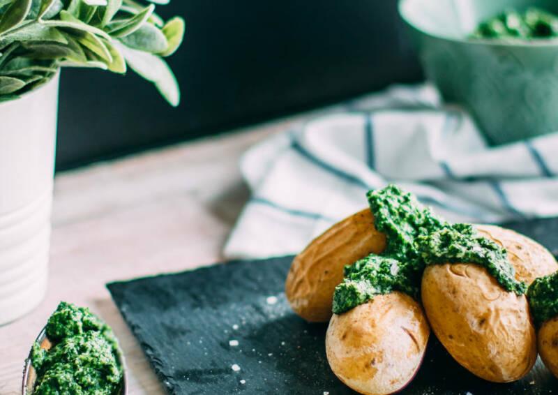 Regeneration: Kartoffeln mit Feldsalatpesto