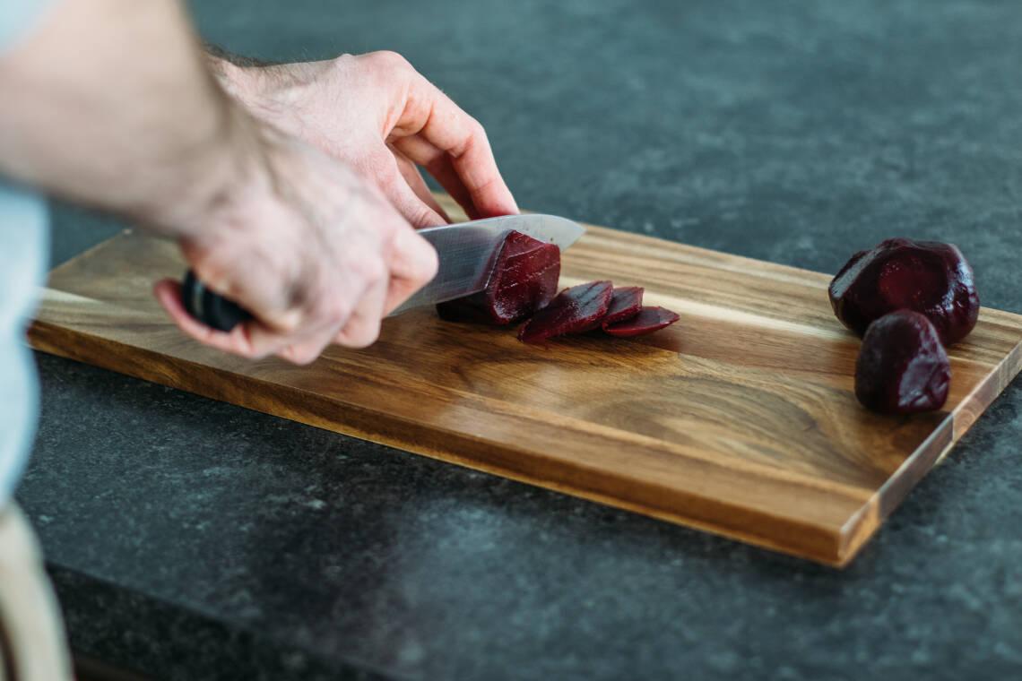 Rote-Bete-Flecken: So werden Finger und Schneidebrett wieder sauber