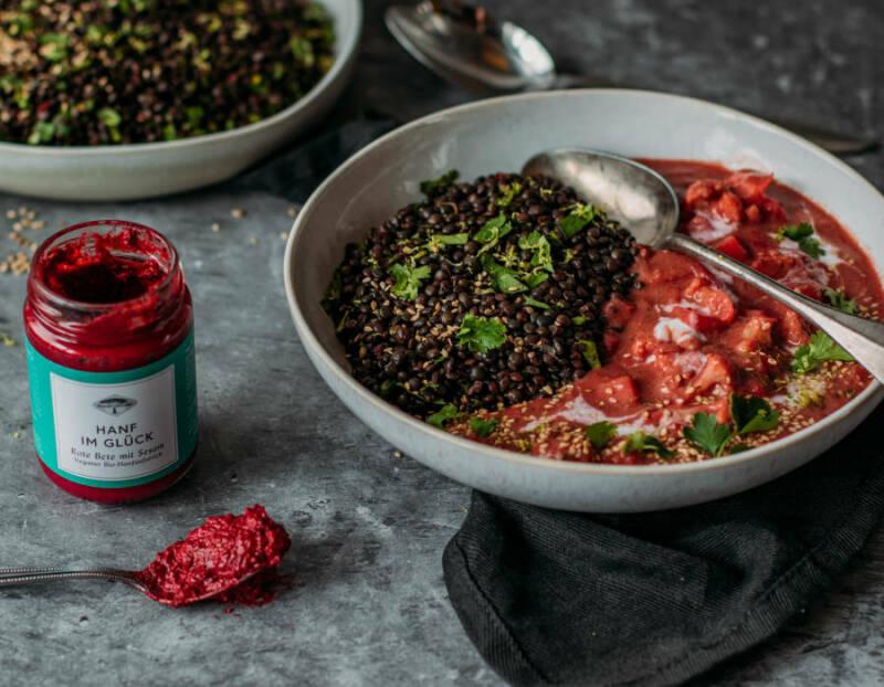 Rotes Blumenkohl-Curry mit Belugalinsen