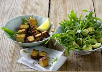 Rucola-Salat mit Tofu-Spießen