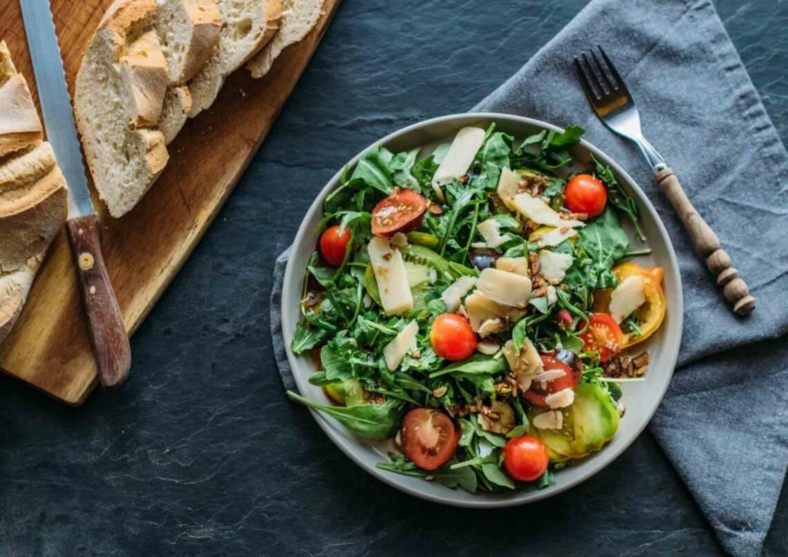 Die 7 beliebtesten Salatsorten mit Rezeptideen