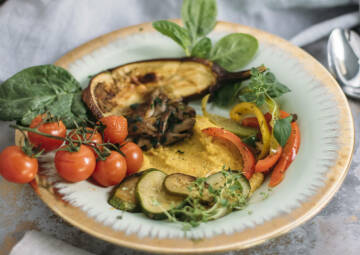 Salbei-Polenta mit gebratenem Gemüse