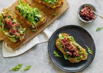 Sandwich mit Linsencreme und Balsamico