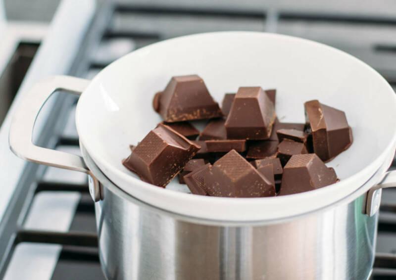 Schokolade schmelzen im Wasserbad
