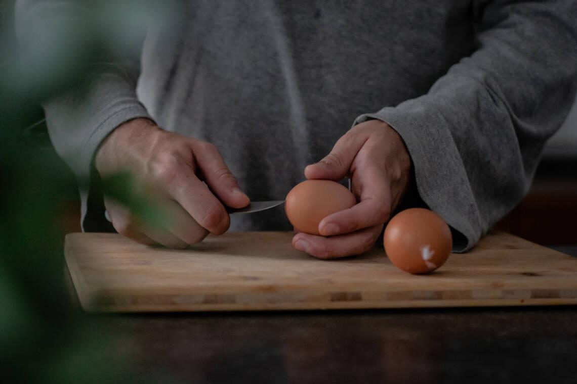 Soll ich Eier vor dem Kochen anstechen?