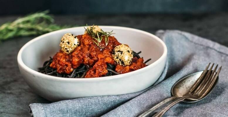 Vegetarisch durch die Woche mit Schwarze Bohnen Spaghetti und Asia Zoodles