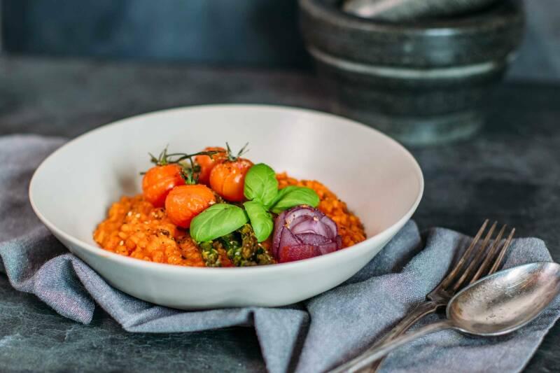 Spargelrisotto mit Tomaten