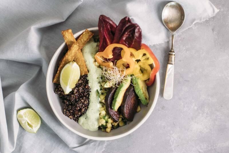 Südamerikanische Quinoa-Bowl