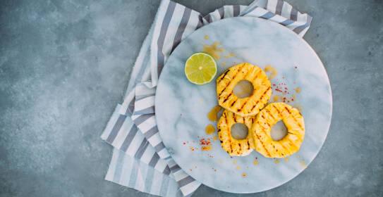 Gegrillte Ananas mit Limettenmarinade