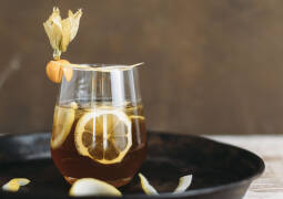 Vanilla-Coffee Gin-Tonic servierfertig angerichtet