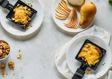 Vegane Raclette-Pfännchen mit Birne und Walnuss