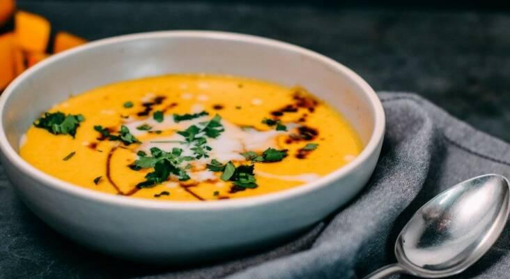 Vegan durch die Woche mit Spaghetti mit Linsenbolognese und Kürbissuppe