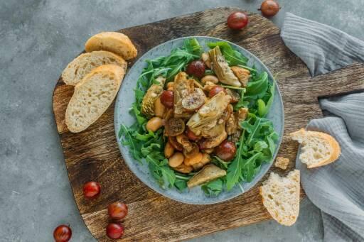 Veganes Rezept: Artischocken-Salat mit Stachelbeeren und weißen Bohnen 1