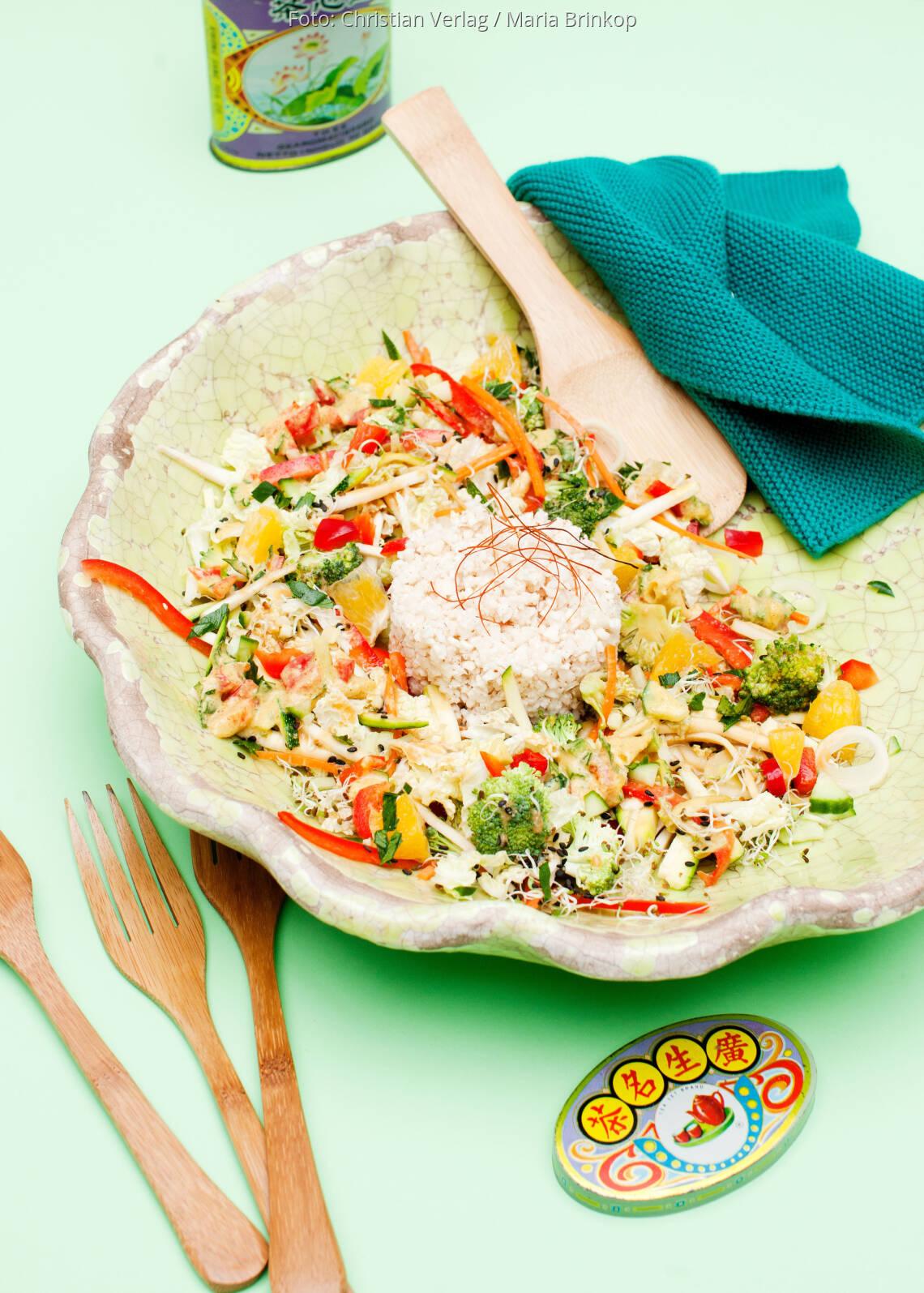 Veganes Rezept: Asiatisches Gemüse mit Blumenkohlreis-Timbale