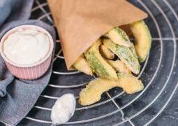 Veganes Rezept: Avocado-Fritters mit Aioli 1