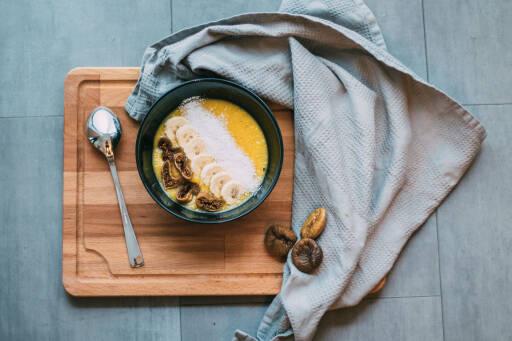 Veganes Rezept: Bananen-Birne-Mango-Bowl