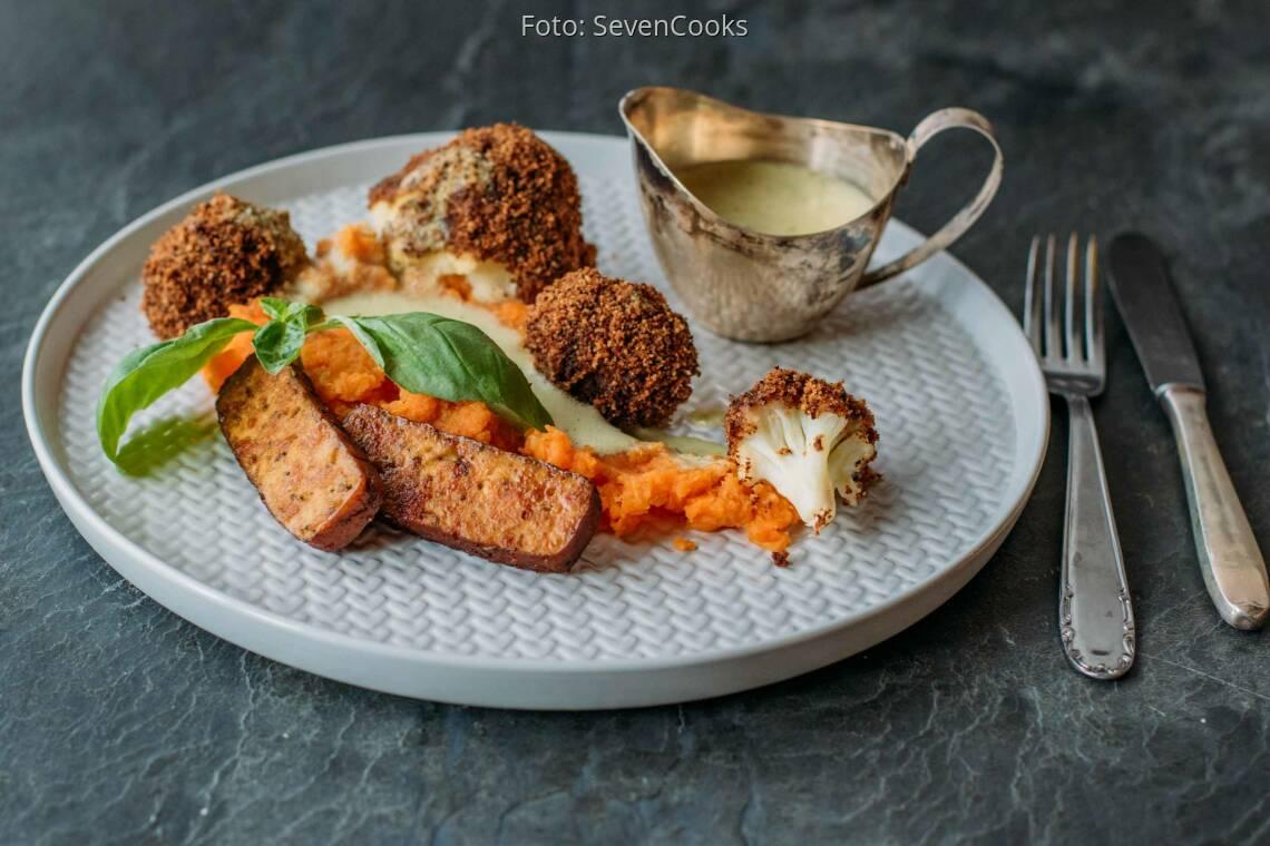 Veganes Rezept: Blumenkohl mit Semmelkruste an Möhren-Ingwer-Stampf 1