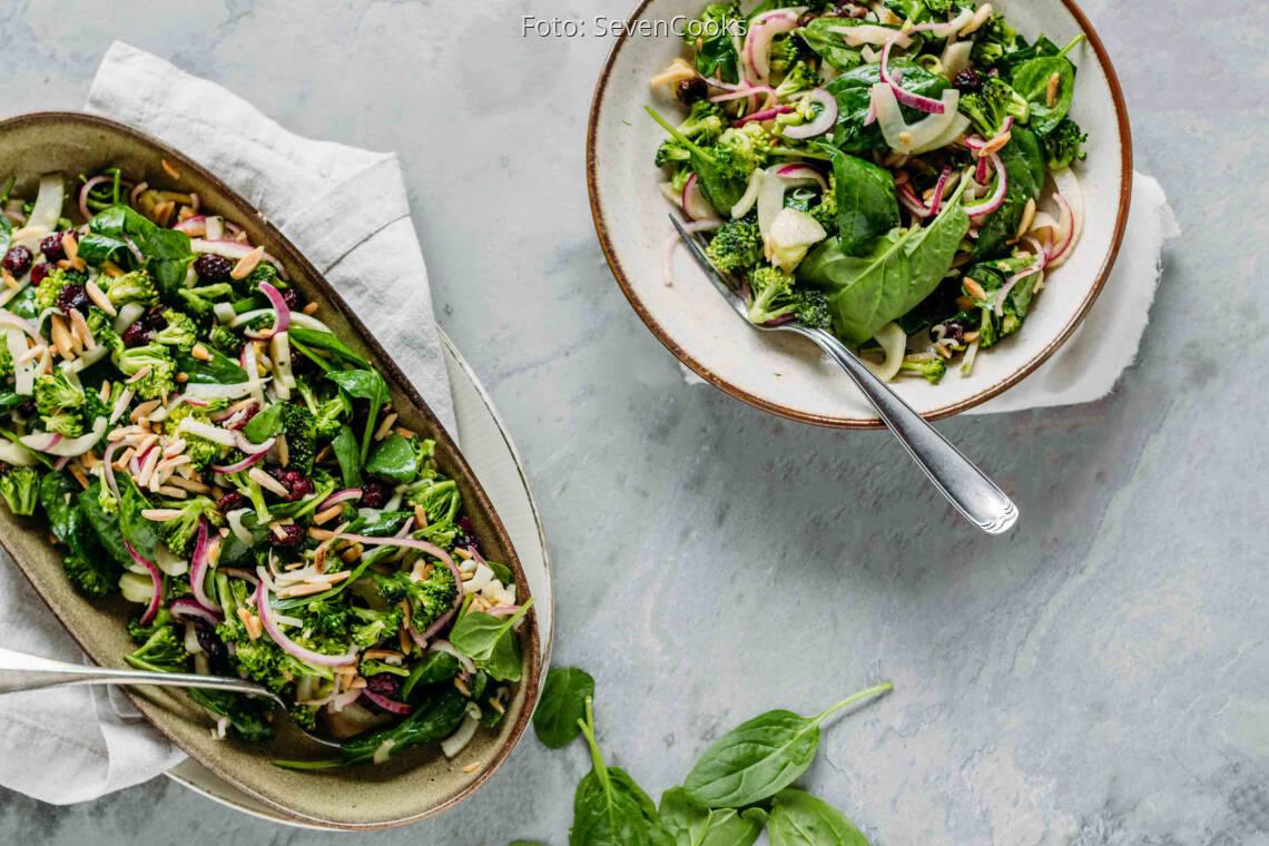 Veganes Rezept: Brokkolisalat mit Spinat und Cranberries 1
