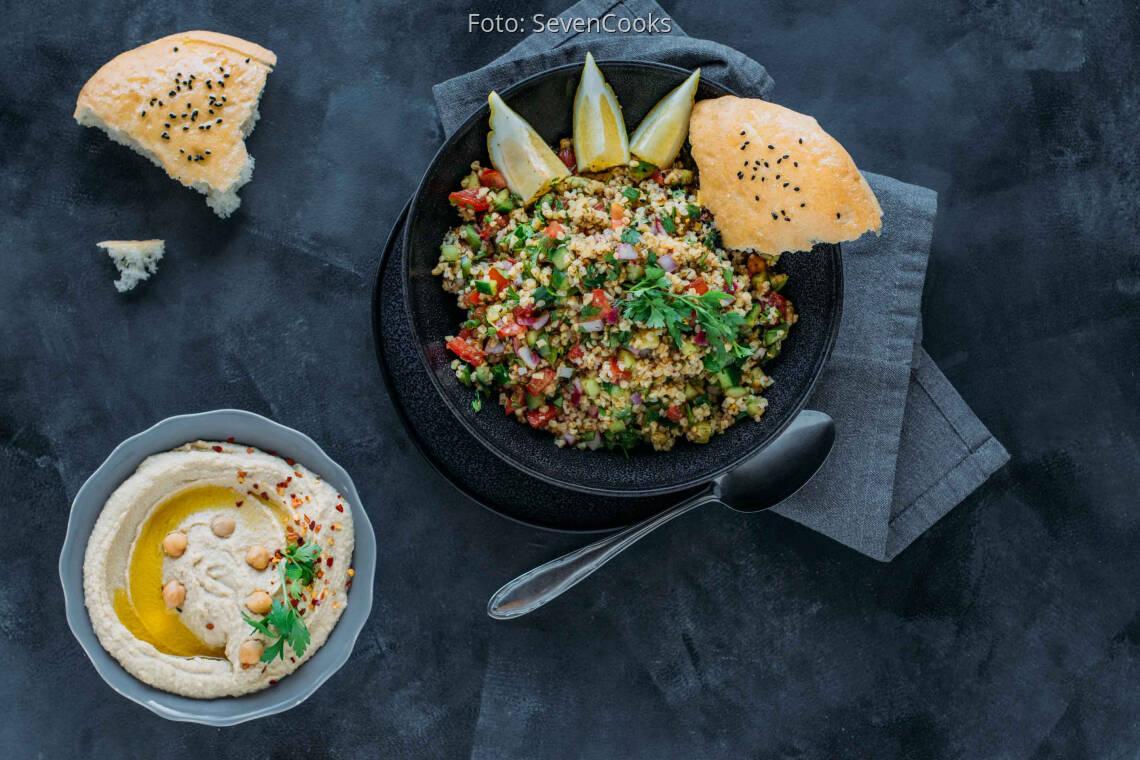 Veganes Rezept: Bulgur-Salat mit Hummus 1