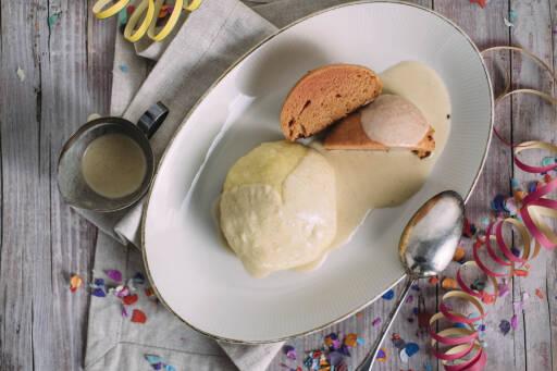 Veganes Rezept: Bunte Dampfnudeln mit Vanillesoße_1