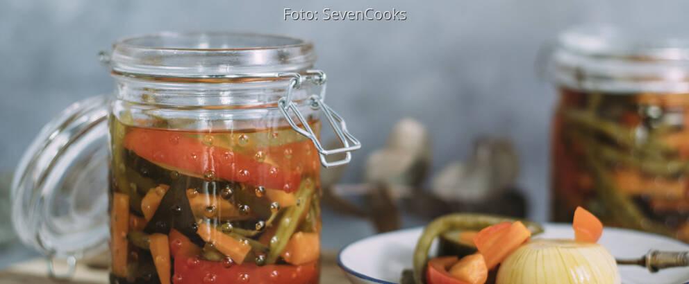 Veganes Rezept: Buntes eingelegtes Gemüse