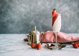 Veganes Rezept: Cashew Panna Cotta mit Erdbeer-Mousse