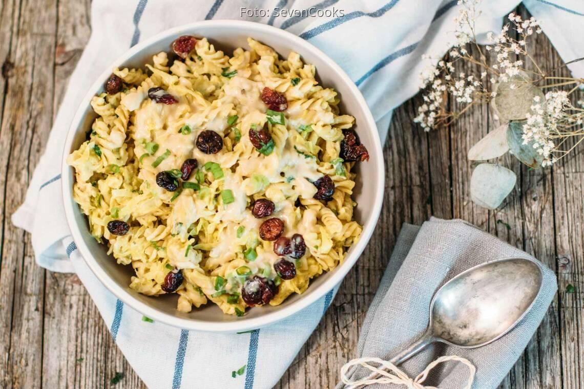 Veganes Rezept: Dinkel-Pasta mit Spitzkohl und cremiger Cashewsauce_1