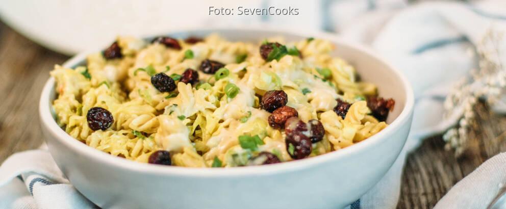 Veganes Rezept: Dinkel-Pasta mit Spitzkohl und cremiger Cashewsauce_3