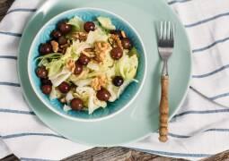 Veganes Rezept: Eisbergsalat mit Walnüssen, Weintrauben und Himbeervinaigrette_1
