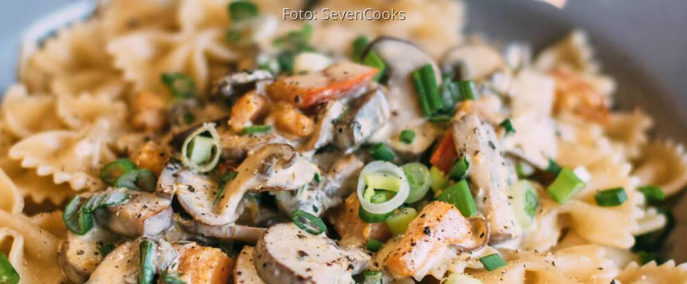 Veganes Rezept: Farfalle mit Kürbis-Pilz-Sauce