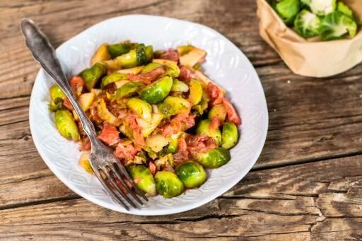 Veganes Rezept: Fruchtiger Rosenkohlsalat mit Himbeerdressing 1