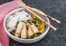 Fertiges Rezept: Gemüsecurry mit Tofu in Sesamkruste und Reisnudeln_1
