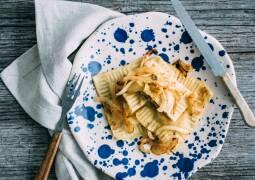 Veganes Rezept: Geröstete vegane Maultaschen mit Pilzfüllung