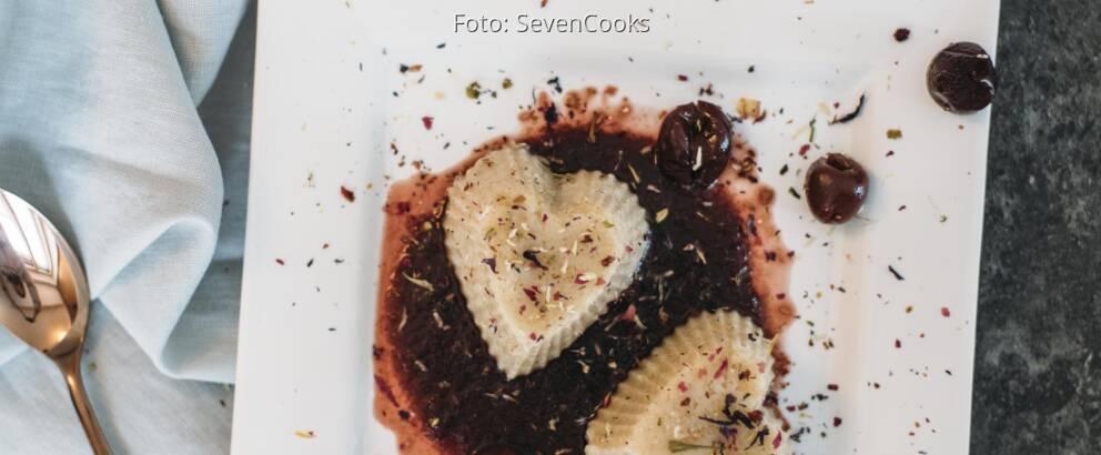 Veganes Rezept: Grießbrei-Dessert mit Kirschkompott