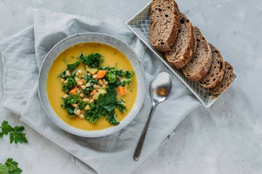 Veganes Rezept: Grünkohlsuppe mit Cannellibohnen 1