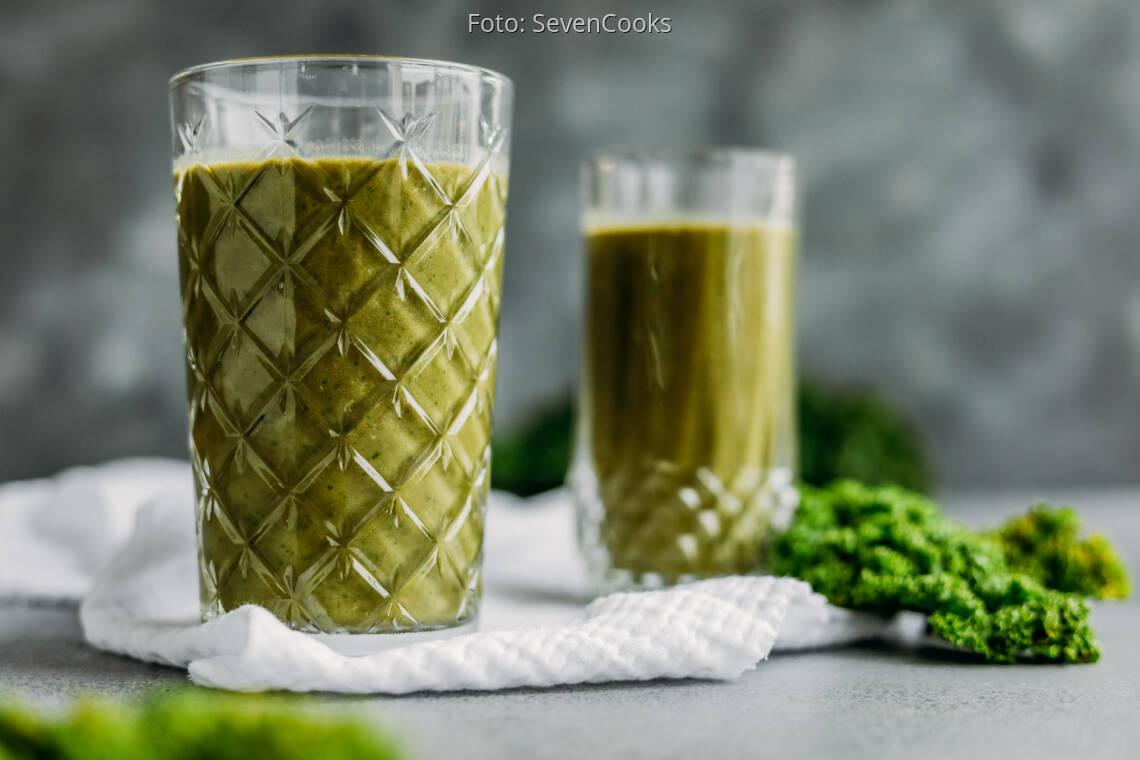 Veganes Rezept: warmer Haselnuss-Grünkohl-Smoothie