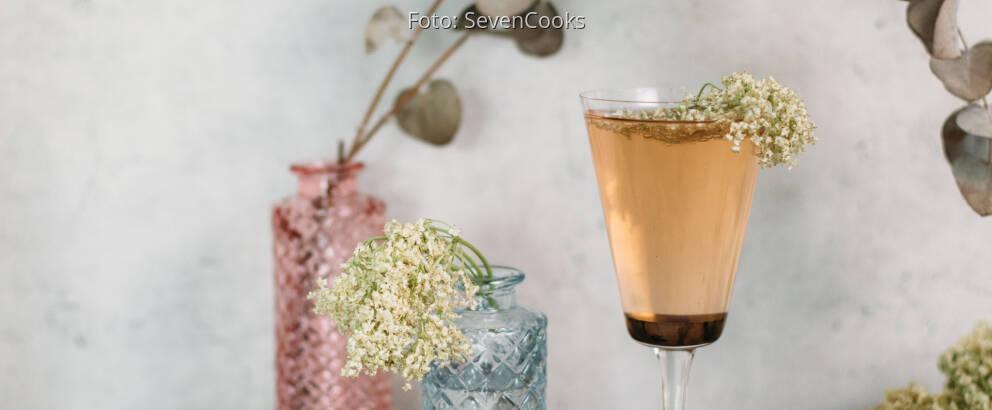 Veganes Rezept: Holunderblüten-Rhabarber-Spritz_2