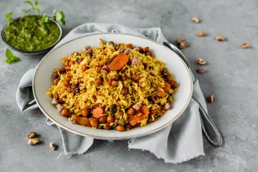 Veganes Rezept: Indisches Biryani mit Aprikosen und Pistazien 1