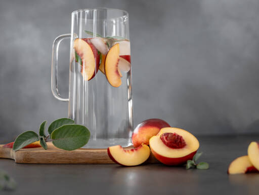 Veganes Rezept: Infused Water Nektarine-Salbei 1