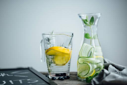 Infused Water: Zitrone-Gurke-Minze