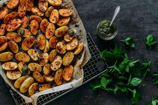 Veganes Rezept: Junge Kartoffeln mit Giersch Basilikum Pesto 1