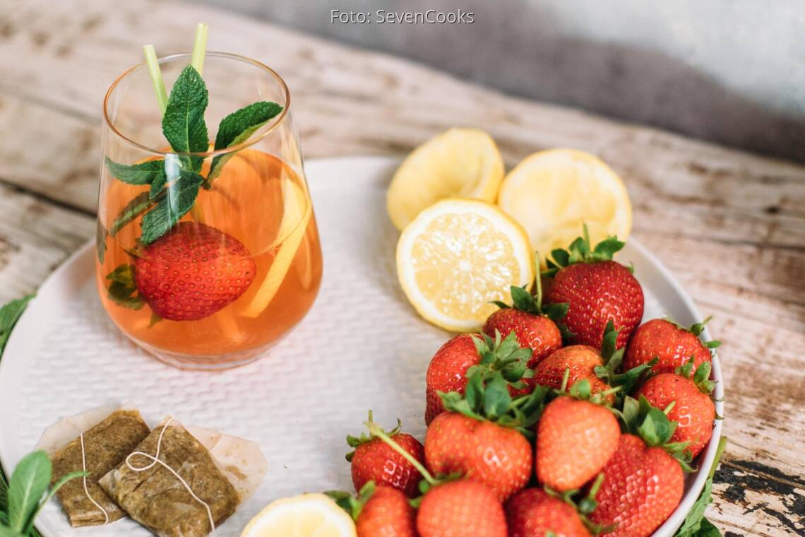 Veganes Rezept: Kamillen-Eistee mit Erdbeeren und Zitronengras _1