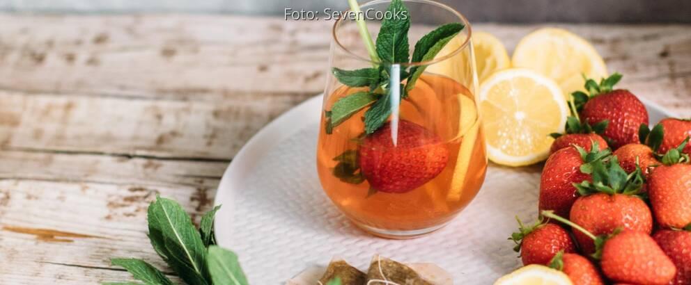 Veganes Rezept: Kamillen-Eistee mit Erdbeeren und Zitronengras _2