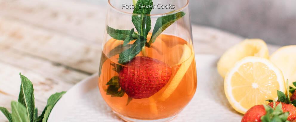 Veganes Rezept: Kamillen-Eistee mit Erdbeeren und Zitronengras _3