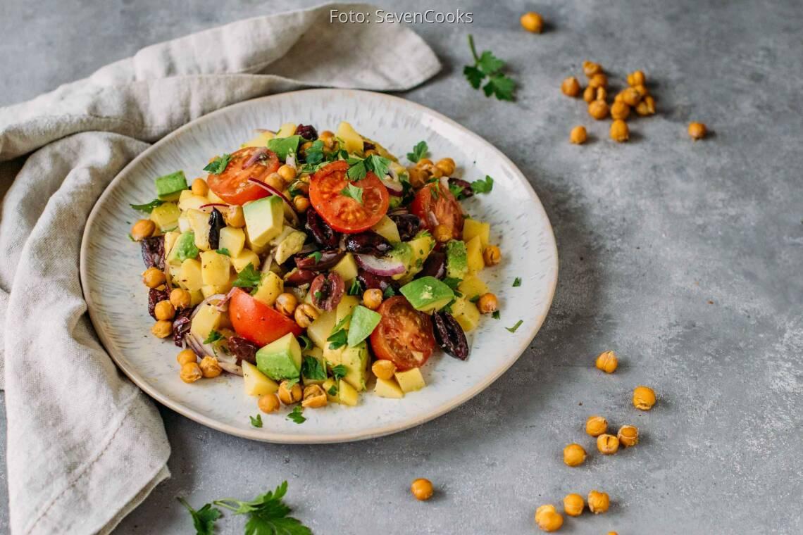 Veganes Rezept: Knusprig bunter Kartoffelsalat 1