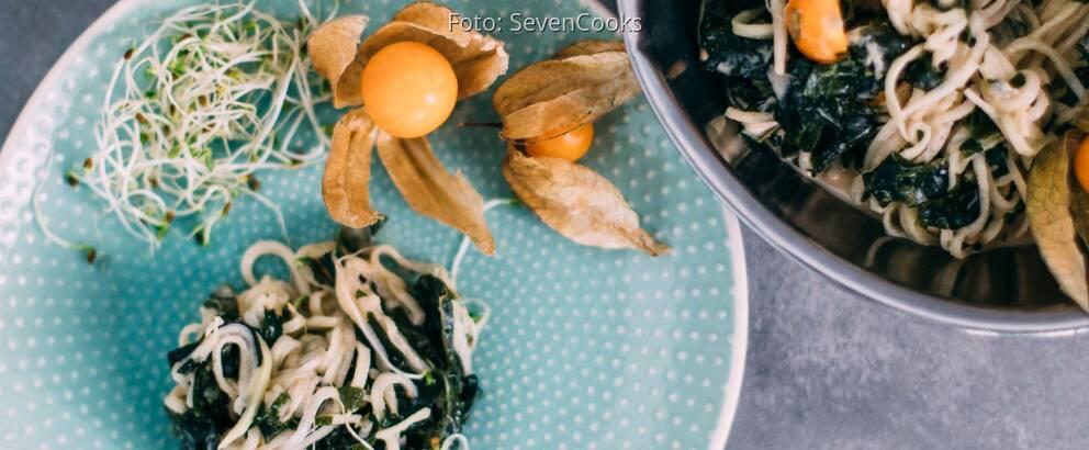 Veganes Rezept: Kohlrabi-Spaghetti-Salat mit Algen und Physalis