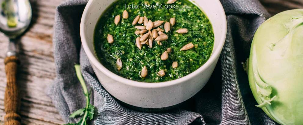 Veganes Rezept: Kohlrabikrautpesto mit Sonnenblumenkernen_1